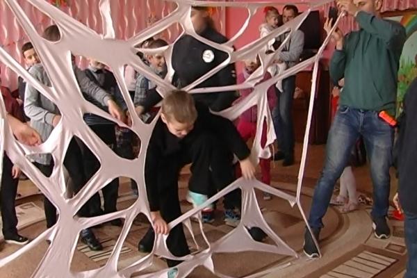 Дітлахам Ясининицького навчально-реабілітаційного центру влаштували свято (Відео)