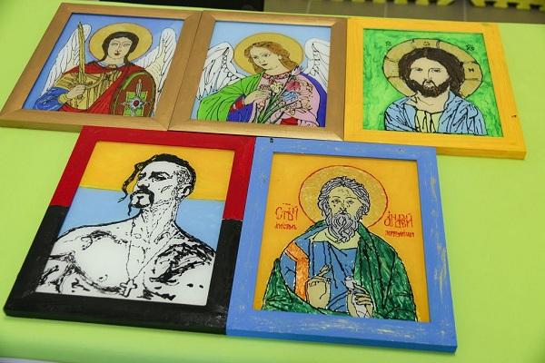 На Рівненщині організовують виставку ікон та картин, які малюють військові