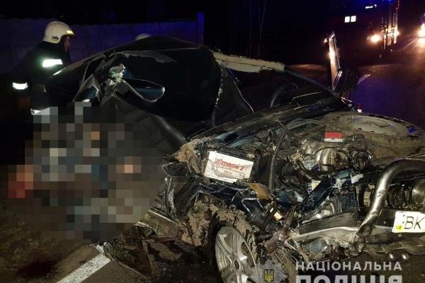 На Острожчині внаслідок ДТП загинув пасажир легковика