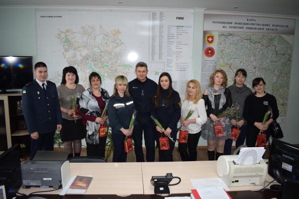 Рівненські вогнеборці привітали працівниць Головного управління ДСНС з Міжнародним жіночим днем