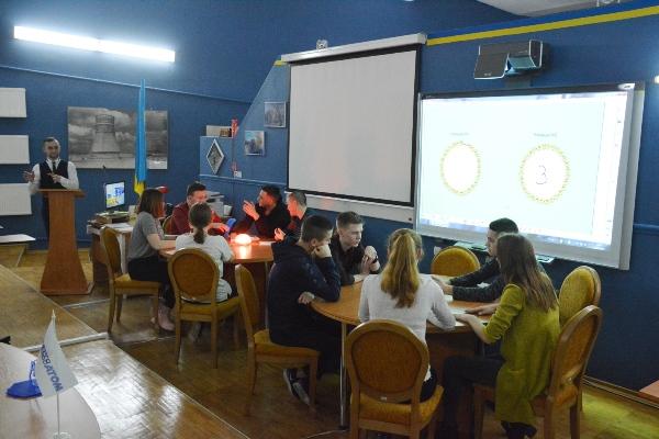 Учасники Ядерної школи РАЕС взяли участь у брейн-ринзі