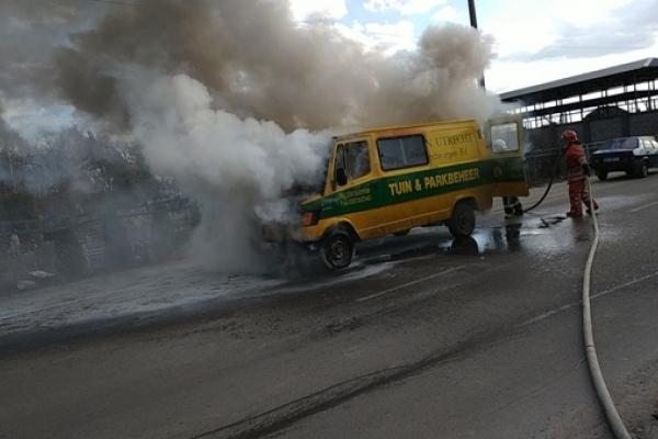 Сарненські вогнеборці ліквідували пожежу в бусі Mercedes, що загорівся під час руху (ВІДЕО, ФОТО)