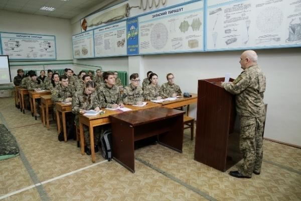 У Рівному учасники АТО здобувають офіцерські звання