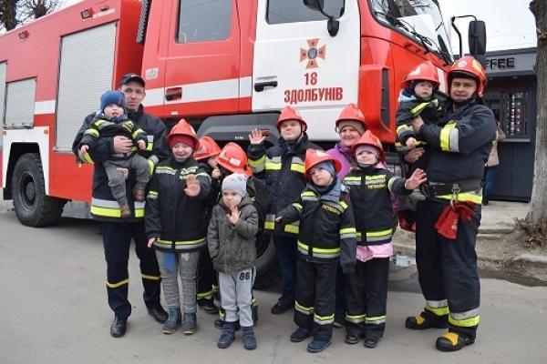 Рятувальники ДСНС Рівненщини влаштували свято для «сонячних дітей» (Фото, відео)