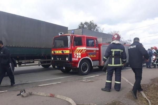 Дубенські рятувальники надавали допомогу після ДТП за участю двох вантажних автомобілів (Фото)