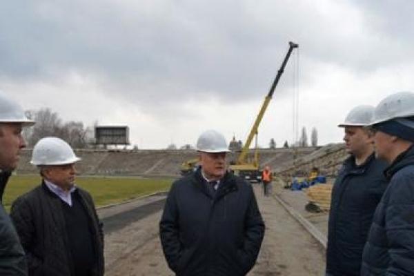 У Рівному на стадіоні «Авангард» триває демонтаж трибун (Фото)