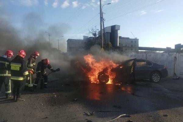 В Рівному внаслідок ДТП загорівся легковий автомобіль