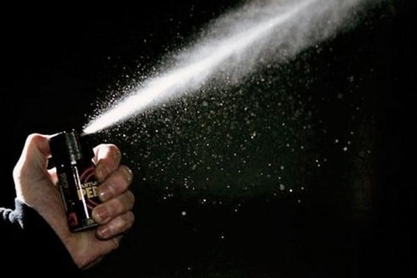 Поліцейські встановили причетність двох юнаків до розпилення сльозогінного газу