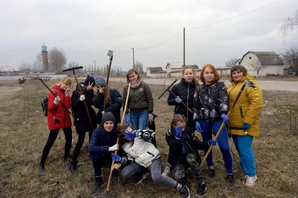 На Рівненщині учні долучаються до флешмобу #TrashtgChallenge (Фото)