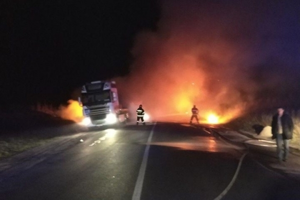 Рівненські вогнеборці врятували від знищення вогнем вантажний автомобіль «DAF» (Фото)