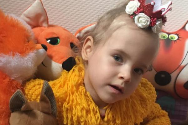 Рівнянка просить про допомогу на лікування своєї донечки