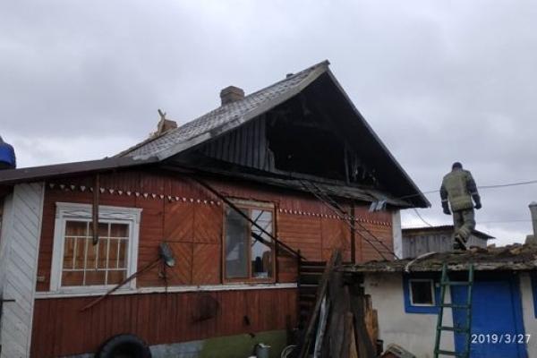 Коли б не рятувальники, хата в Чудлі на Сарненщині згоріла б разом із кухнею та сараєм