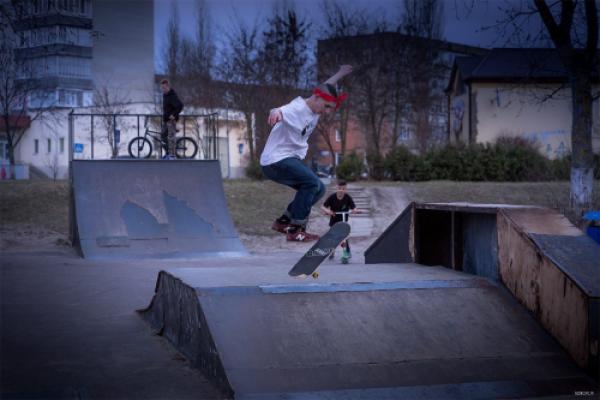 На Рівненщині молодь просить добудувати скейт-парк