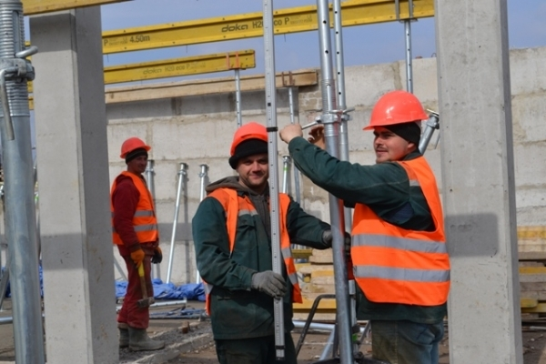У Рівному триває масштабне будівництво спорткомплексу на Макарова: вже будують перший поверх (Фото)