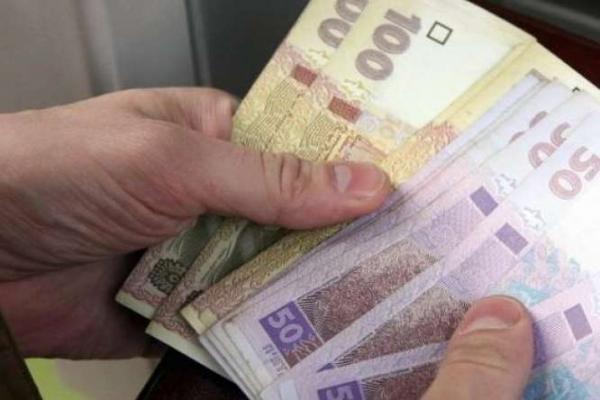 На Рівненщині пенсіонерка віддала невідомій жінці сім тисяч гривень