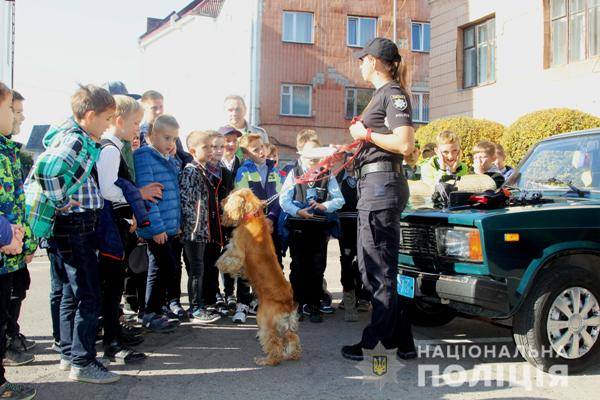 Рівненські поліцейські-кінологи демонстрували рівнянам успіхи чотирилапих помічників