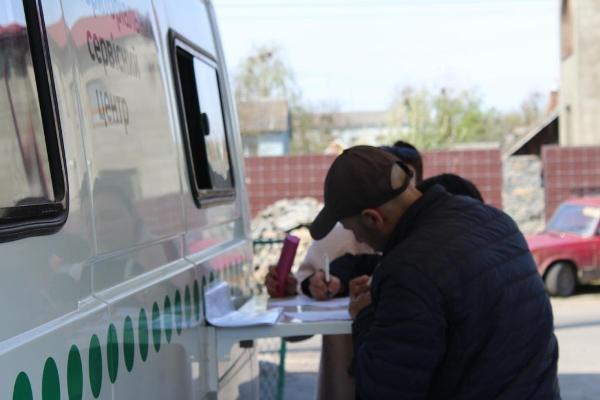 Мобільний сервісний центр МВС продовжує відвідувати віддалені куточки Рівненщини