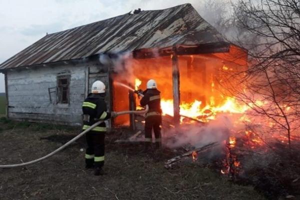У селі Бродів на Острожчині згоріла хата