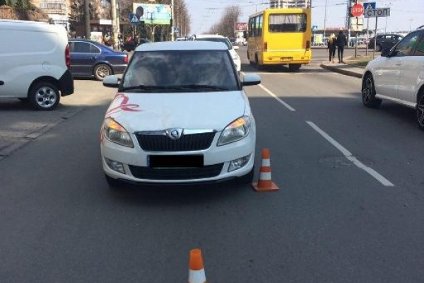 Рівне: пішохід, намагаючись перейти дорогу у невстановленому місці, потрапив під колеса