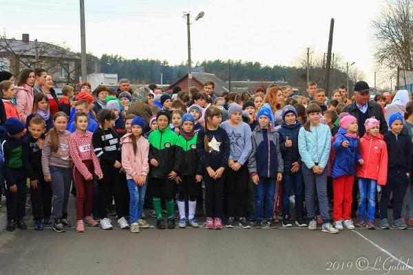 Благодійний забіг «Почуємо разом» допоможе спортсменці з Рівненщини чути світ (Фото)