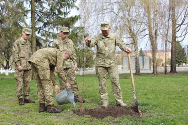 Як військовослужбовці на Рівненщині День довкілля відзначили