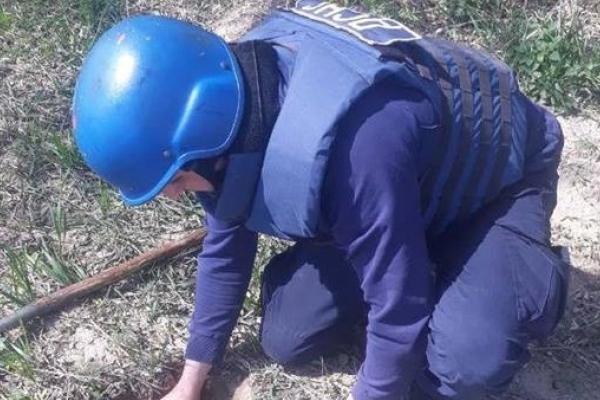 На Рівненщині піротехніки знищили міну та снаряд