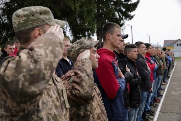 На Рівненщині проводжають на строкову військову службу понад сто юнаків