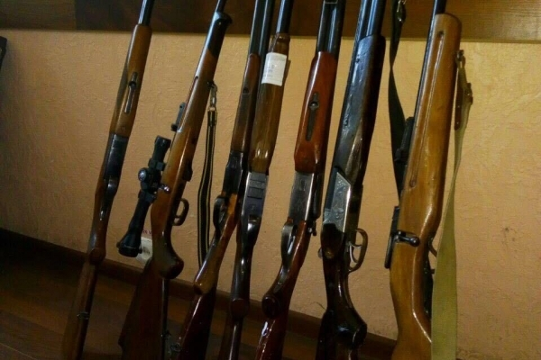 Жителі Рівненщині здали поліції зброю