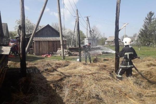 У Рокитнівському районі під час пожежі в клуні загинув чоловік (ФОТО)