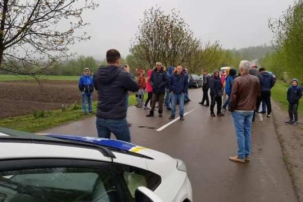 Нечувано: на Рівненщині перекрили дорогу патріотичній акції на Гурби