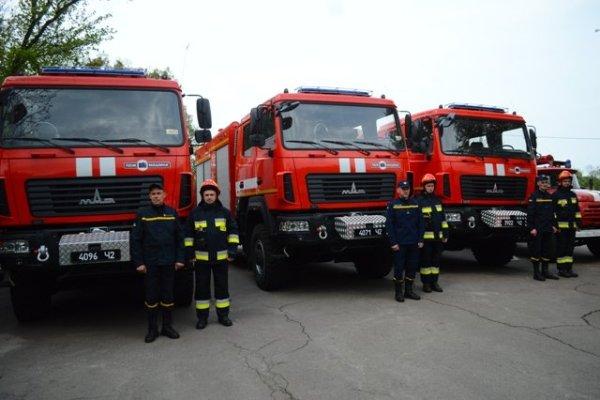 Рівненські вогнеборці отримали нові пожежні МАЗи