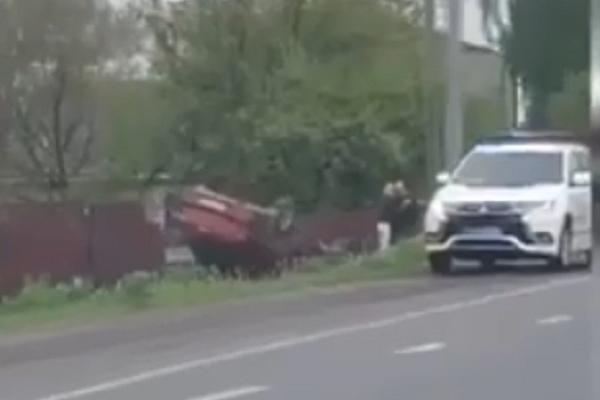 ДТП: на Дубенщині автомобіль не розминувся з парканом приватного будинку
