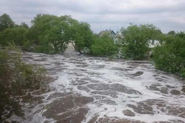 На рівненському Поліссі відкачують воду та рахують збитки від підтоплень