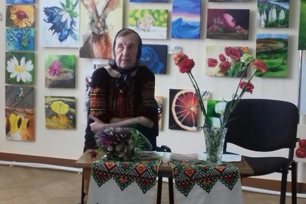 77-річна бабуся Марія із села Малий Шпаків на Рівненщині видала сім книг казок та віршів