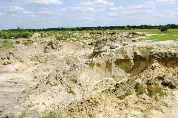 У Рокитнівському районі 12-річний хлопчик загинув в піщаній печері через зсув піску