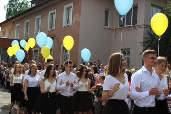Цьогоріч на Рівненщині випускається зі школи понад 7,6 тисяч одинадцятикласників
