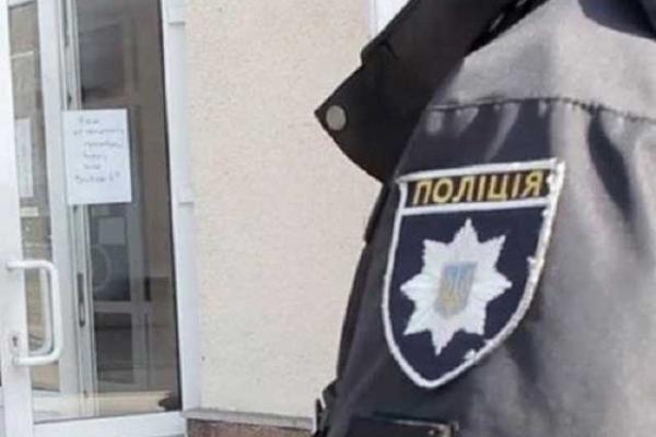 На Рівненщині поліцейські встановлюють осіб, які чинили опір правоохоронцям під час слідчих дій