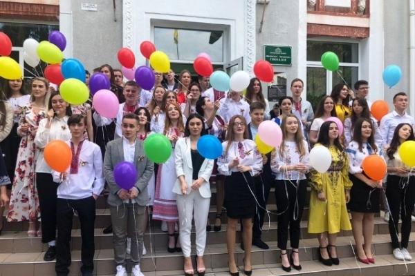 Останні дзвінки пролунали 23-24 травня у школах Рівненщини