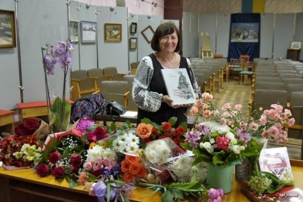 «Традиційний одяг Рівненщини» етнографа Алли Українець презентували у Рівному