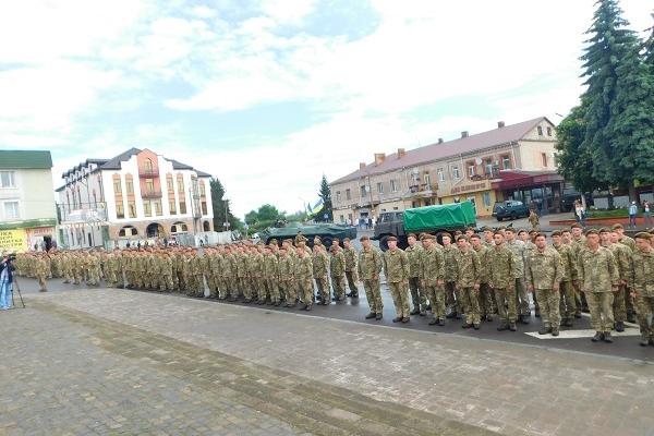 Честь солдату з розвідбату! – Як у Дубні зустрічали бійців 130-го окремого розвідувального батальйону