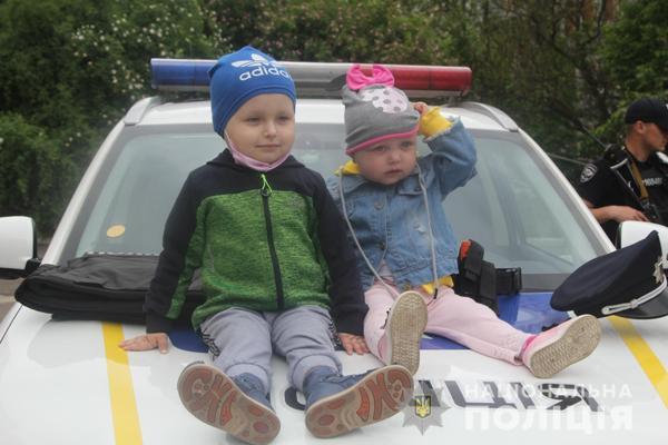 Рівненські поліцейські  напередодні Дня захисту дітей відвідали маленьких пацієнтів і створили їм свято