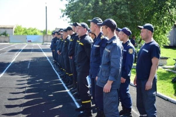 Рівненські вогнеборці здали заліки із теоретичної та фізичної підготовки