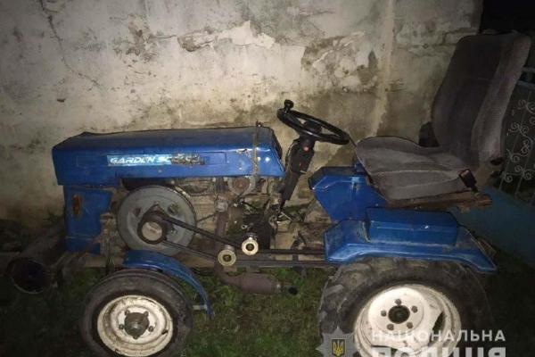 На Здолбунівщині зловмисники викраденим трактором перевозили металобрухт