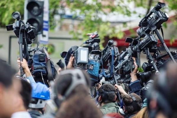 Прем'єр-міністр України привітав журналістів із професійним святом