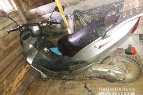 У Володимирці поліцейські розшукали крадія скутера