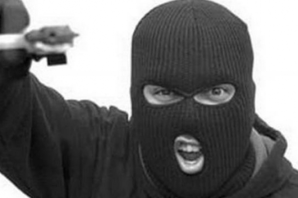 На Кореччині невідомий напав на заправку та викрав із каси всі гроші