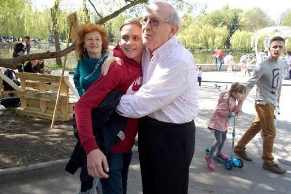 Родина з Квасилова у пошуку помочі для сина вийшла за межі кордонів кількох країн