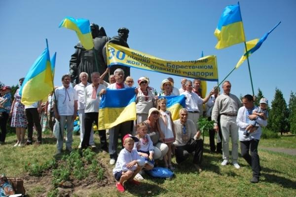 Рівненські рухівці відзначили 30-річчя від часу своєї першої патріотичної прощі на Козацькі Могили