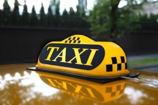 Як у Рівному водійка таксі жінку з салону краси «прокатала»