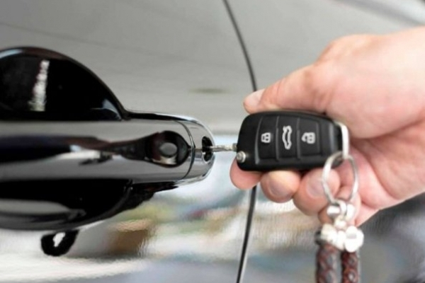 Рівненські поліцейські піймали злодія, який викрав авто підприємця